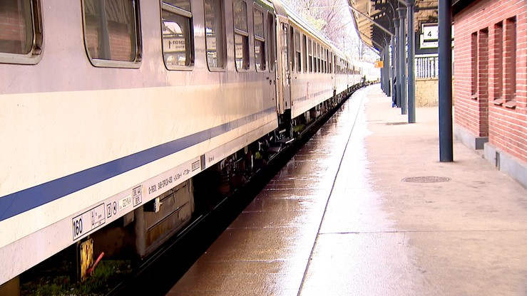 Groził nożem 66-latkowi w pociągu. Zatrzymała go Straż Ochrony Kolei