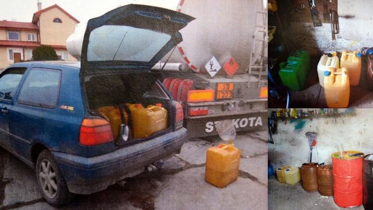 """Chcieli nalać 150 litrów paliwa do kanistrów. """"Tankowanie"""" przerwała policja"""