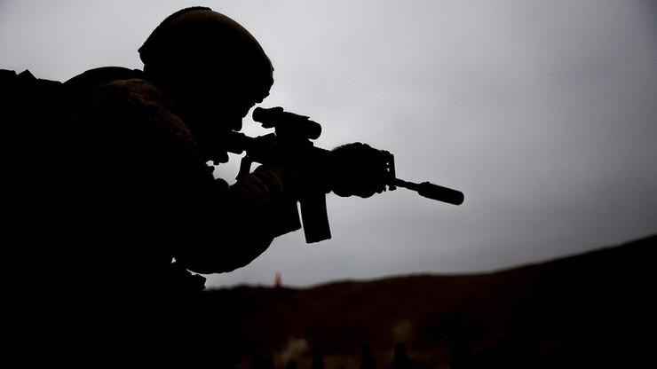 Belgia. Żołnierz wyruszył na wojnę z wirusologiem. Stanowi zagrożenie terrorystyczne
