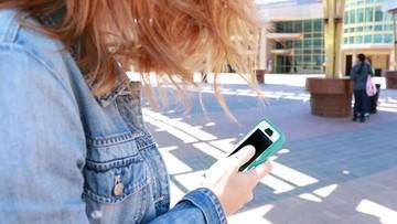 Co piąty nastolatek był ośmieszany w internecie. Film youtubera ostrzega przed sextingiem