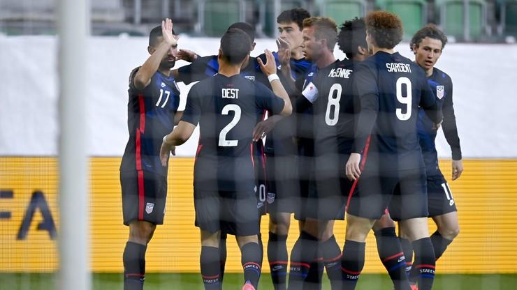 Amerykanie wygrali Ligę Narodów CONCACAF. Skandal na trybunach