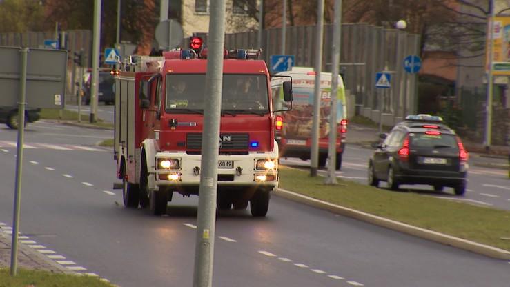 Zderzenie trzech tirów i auta osobowego na obwodnicy Augustowa. Śmierć kierowcy w płonącym pojeździe