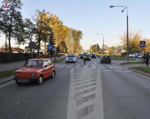 Kierowca malucha nie ustapił pierwszeństwa pieszym i stracił prawo jazdy.