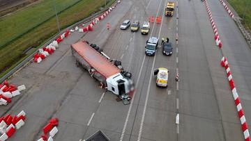 Ciężarówka przewróciła się na A4 i zablokowała autostradę. Kierowca był pijany