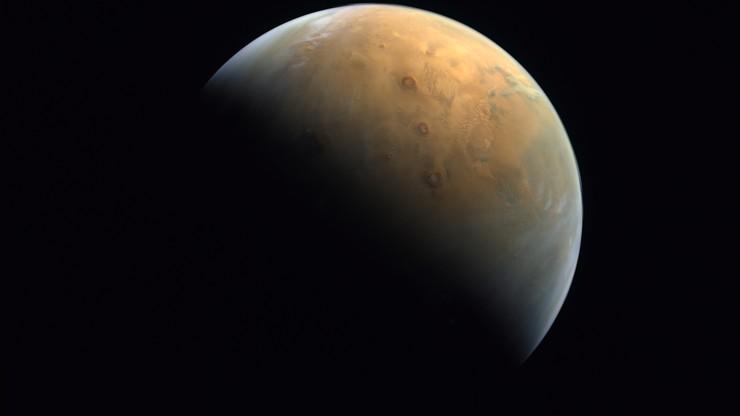 Niezwykłe wydarzenie w Dubaju. Na niebie pojawiły się dwa księżyce... Marsa