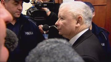 """""""Władza minie, wstyd zostanie"""" - okrzyki w stronę Kaczyńskiego. """"Sąd to nie miejsce na demonstracje"""""""