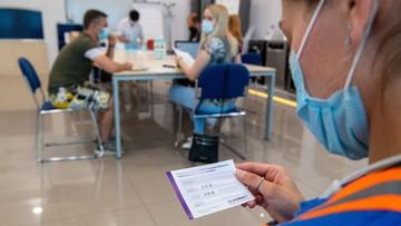 Odszkodowania za skutki uboczne szczepień, odznaczenia dla medyków. Koronawirus - Raport Dnia