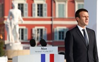 """Rok po zamachu w Nicei Macron zapowiada """"bezlitosną walkę"""" z terroryzmem"""
