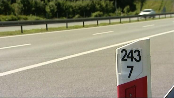 Autokar z przedszkolakami uderzył w ciężarówkę na A4 pod Wrocławiem. Ranne są dwie osoby dorosłe