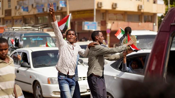 """""""Nie wydamy prezydenta Trybunałowi Karnemu w Hadze"""". Rada Wojskowa Sudanu chce go osądzić w kraju"""