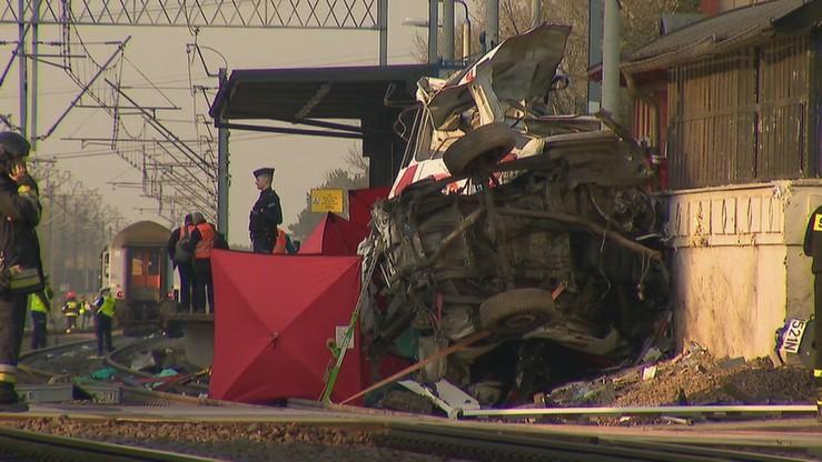 Poprawił się stan kierowcy karetki, w którą uderzył pociąg. Mężczyzna może zostać przesłuchany