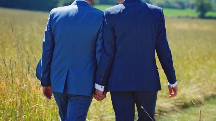 Małżeństwa mężczyzn trwalsze od tradycyjnych. Dane holenderskiego biura statystycznego