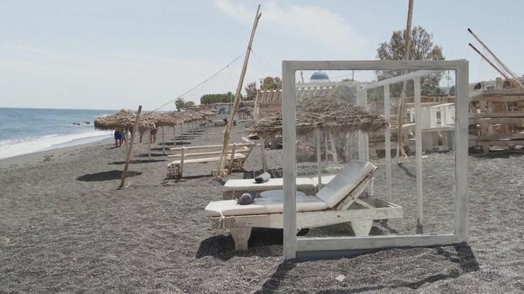 Plażowanie w czasach koronawirusa. Santorini ma na to sposób