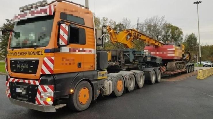 Ciężarówka ważyła… 105 ton! A laweta nie była dopuszczona do ruchu