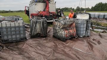 26 tys. litrów substancji toksycznych obok polnej drogi