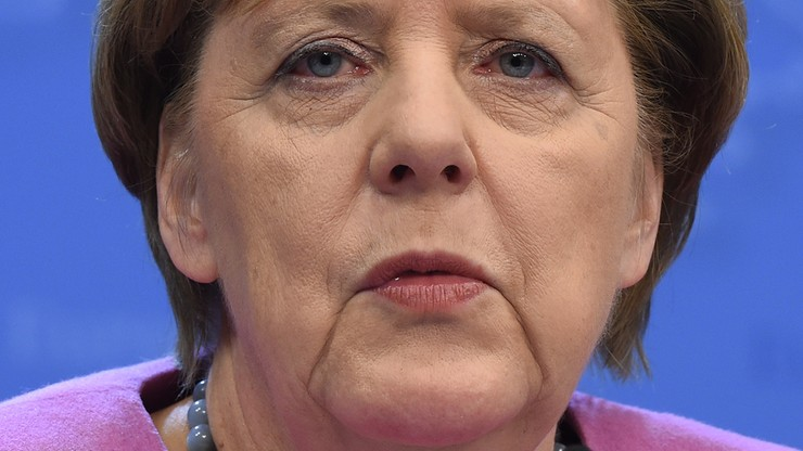 Niemcy: niewielki wzrost poparcia dla Merkel i CDU