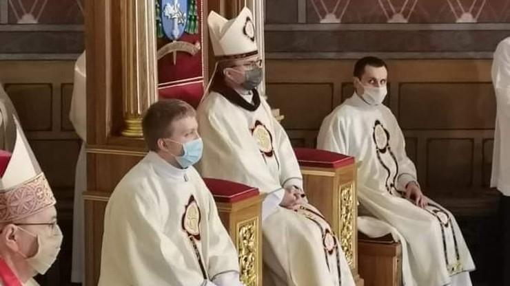 Zastąpił biskupa znanego z filmu Sekielskich. Poprosił skrzywdzonych o przebaczenie
