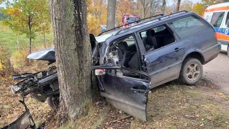 22-latka wjechała w drzewo. Zginęło kilkumiesięczne niemowlę