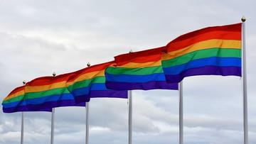 Ostrzeżenia przed homofobią dla użytkowników Tindera