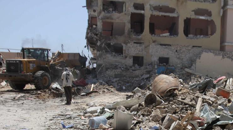 """""""Udawali, że są ratownikami, potem zabijali"""" Rośnie liczba ofiar zamachu na hotel w Mogadiszu"""