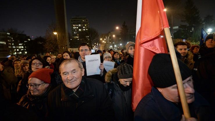 Ręce precz od Trybunału - demonstracja przed Sejmem