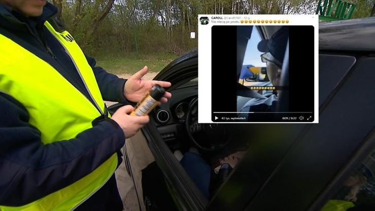 Kontrola alkomatem. Policjantka zbadała trzeźwość pasażera. Kierownica była po prawej stronie. Wideo