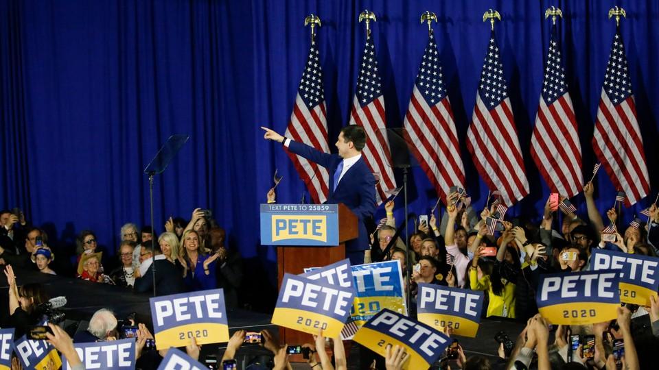 Pete Buttigieg w czasie wiecu prawyborczego