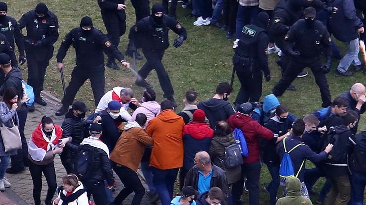 """Protesty na Białorusi. """"W razie potrzeby będzie używana broń palna"""""""