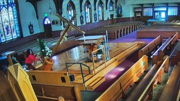 Akt wandalizmu w kościele. 23-latka zniszczyła kilkumetrowy krzyż