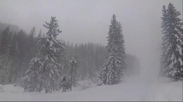 W Tatrach nadal przybywa śniegu. Do wieczora będzie intensywnie padać
