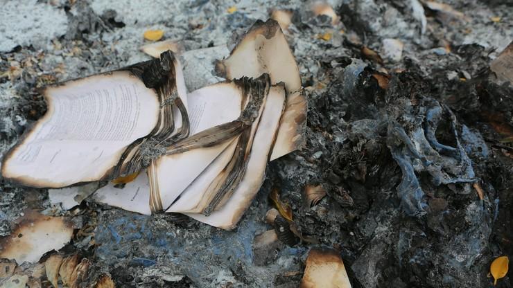 Tysiące spalonych kart do głosowania i akt sądowych znaleziono pod Warszawą