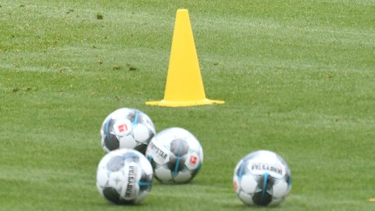 Brak plucia i całowania piłki. Nowe wytyczne dla piłkarzy