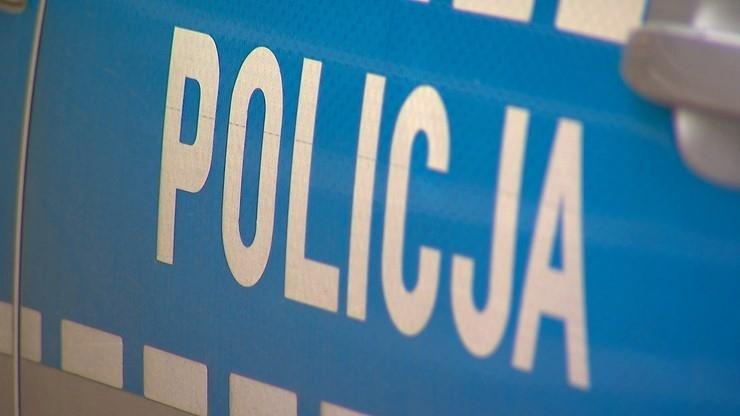 Policjant postrzelił się w głowę na komisariacie. Nieprzytomnego funkcjonariusza zabrało LPR