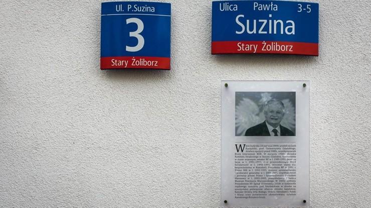 Warszawa. Zniknęła tablica upamiętniająca Lecha Kaczyńskiego