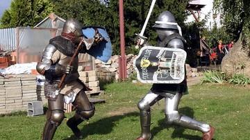 """Stracił oko w trakcie pokazowych walk rycerskich. """"Musiał się liczyć z konsekwencjami"""""""