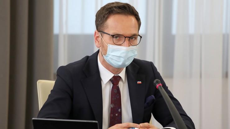 """PiS: """"Opozycja opóźnia ratyfikację"""". Samorządowcy nie ufają Rządowi"""