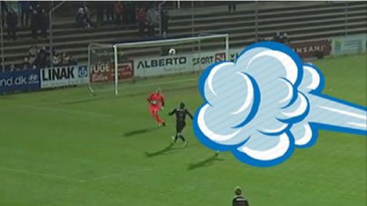 Bramkarz przegrał walkę z pogodą! Kuriozalna sytuacja w lidze duńskiej!