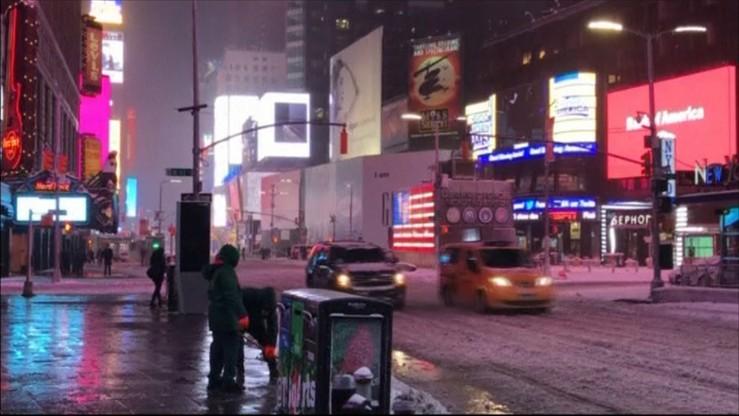 Deszcz, śnieżyce i wiatr w USA. Zamknięto szkoły, odwołano tysiące lotów