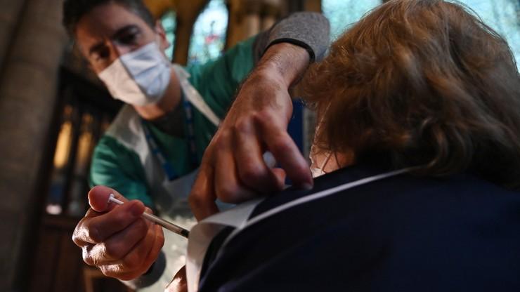 Zastępca naczelnego lekarza Wielkiej Brytanii: zaszczepieni mogą nadal zakażać
