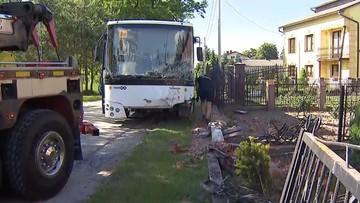 Wypadek autobusu z dziećmi, poszkodowany kierowca