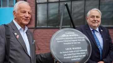 W Gdańsku odsłonięto tablicę upamiętniającą miejsce pracy Wałęsy