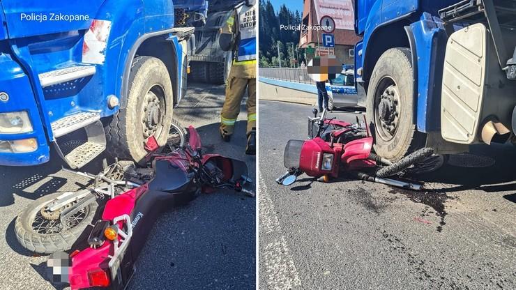 Motocykl pod ciężarówką. Wypadek w Poroninie