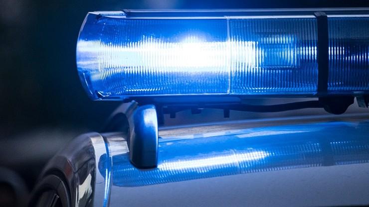 Tir zahaczył o stojący pojazd, który najechał na kolejne auto. Zginął 35-latek