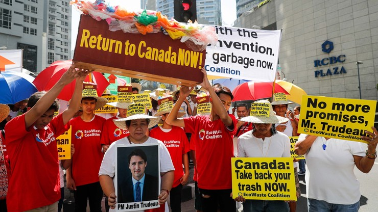 Kontenery kanadyjskich śmieci na Filipinach. Duterte nakazał ich odesłanie