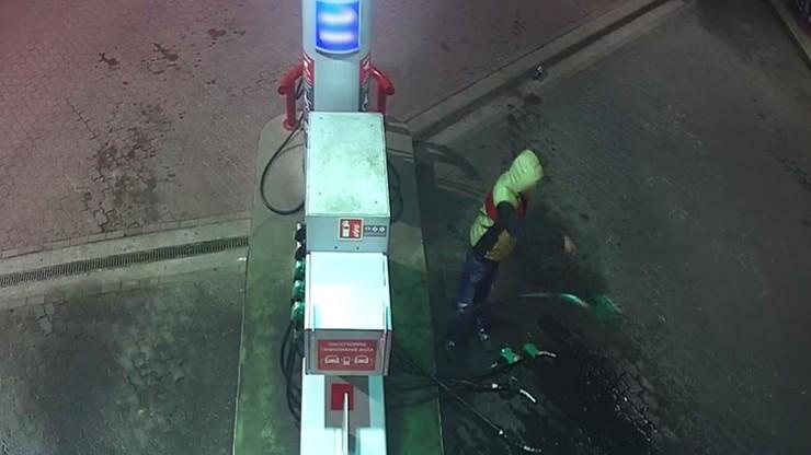 Lubuskie. Pijany mężczyzna zdemolował stację benzynową. Dla zabawy wylewał paliwo na podjazd [WIDEO]