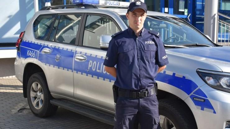 Policjant uratował z płonącego domu 76-letnią kobietę