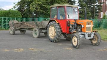 70-latek przewoził wnuczków traktorem. Doszło do tragedii