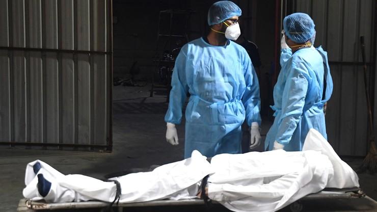 Trzecia fala w Indiach z nowym szczepem Covid-19. Krematoria nie nadążają