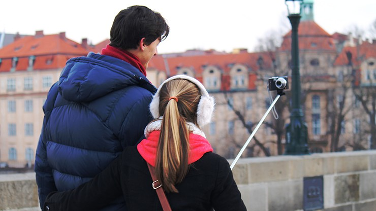 Ban na kij do selfie. W tych miejscach nie zrobisz zdjęcia selfie stickiem