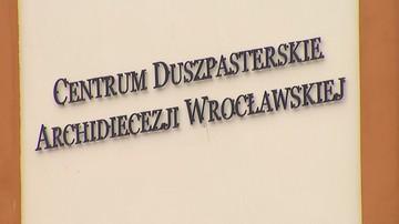 """Poeta oskarża o molestowanie jednego z hierarchów z Wrocławia. """"Wsunął rękę pod moją kołdrę"""""""